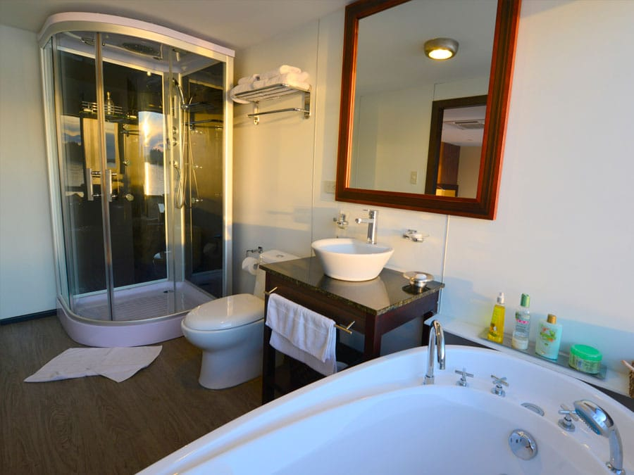 Anakonda Amazon Cruise Bathroom