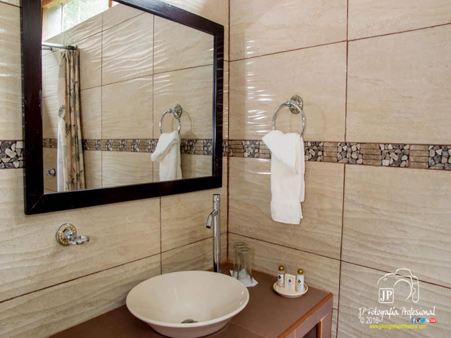 Tahuayo Lodge Bathroom